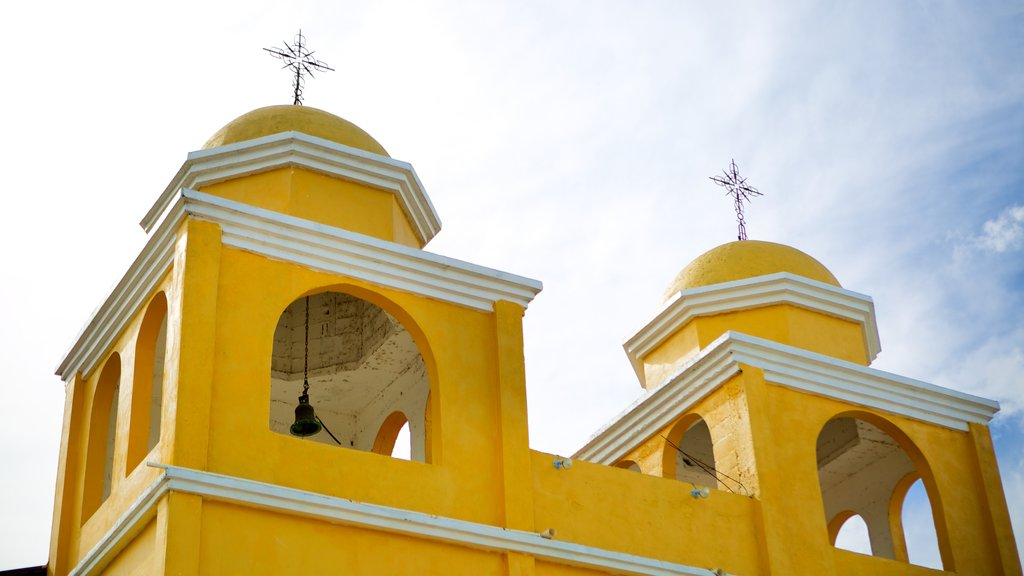 Santa Elena showing heritage architecture, religious aspects and a church or cathedral