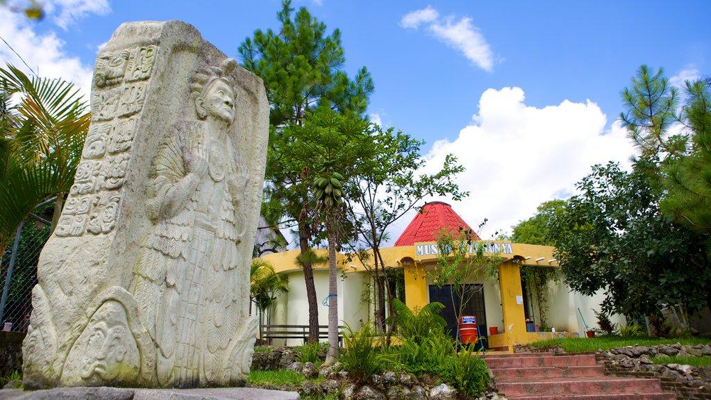San Pedro La Laguna which includes outdoor art and a monument
