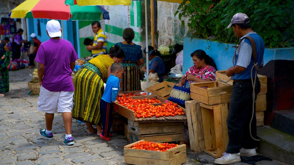 San Pedro La Laguna showing street scenes and markets as well as a large group of people