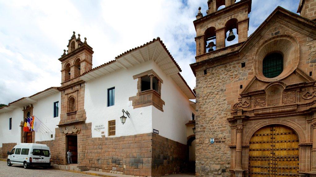 Cusco - Machu Picchu featuring street scenes and heritage architecture