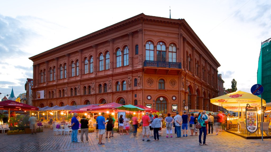 Old Town showing markets, street scenes and heritage architecture
