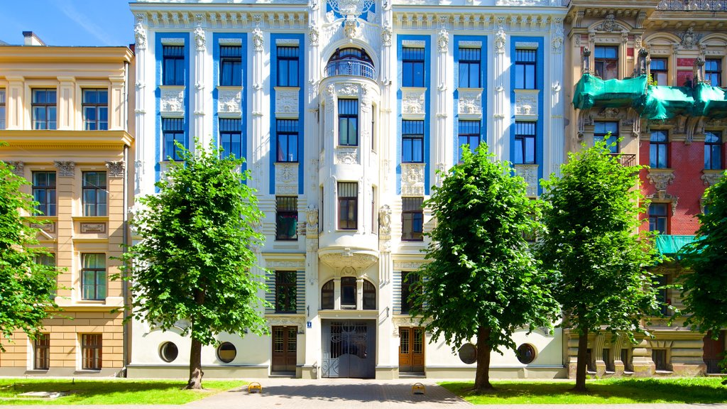 Riga showing street scenes, a house and heritage architecture