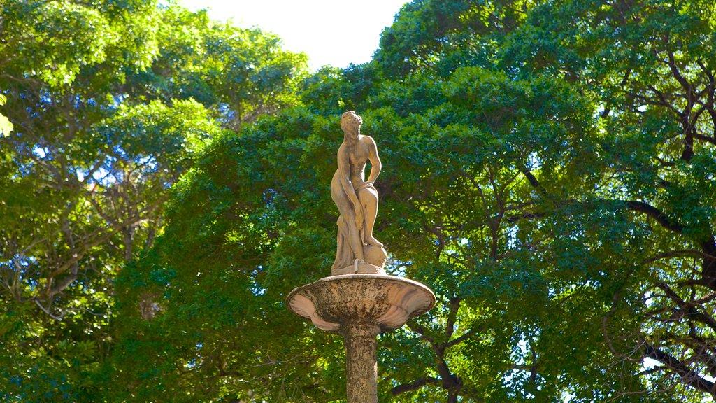 Passeio Publico featuring a statue or sculpture