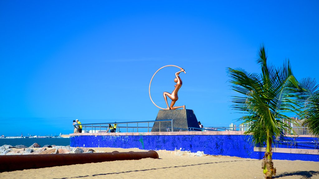 Fortaleza featuring outdoor art and general coastal views