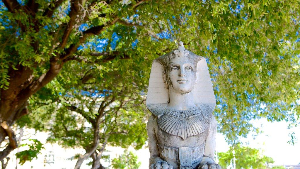 Passeio Publico showing a statue or sculpture