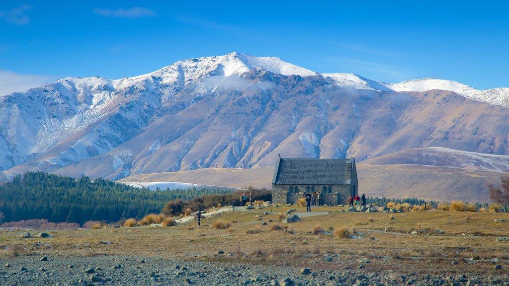 Lake Tekapo que incluye nieve, escenas tranquilas y una iglesia o catedral