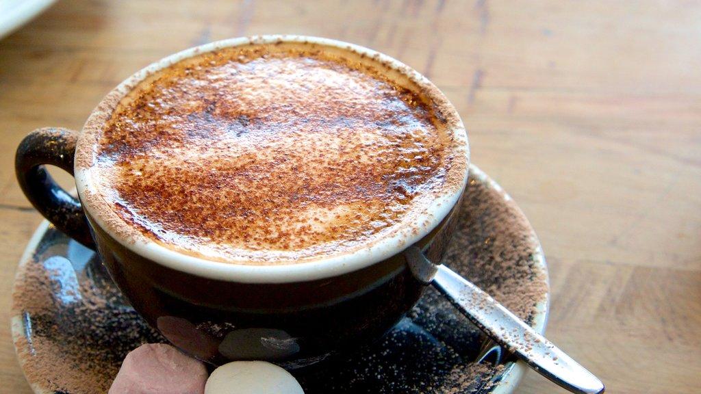 Lake Tekapo que incluye estilo de vida de café y refrescos o bebidas