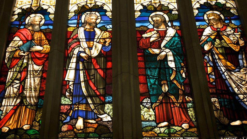 Catedral de San Pablo mostrando vistas interiores, una iglesia o catedral y arte