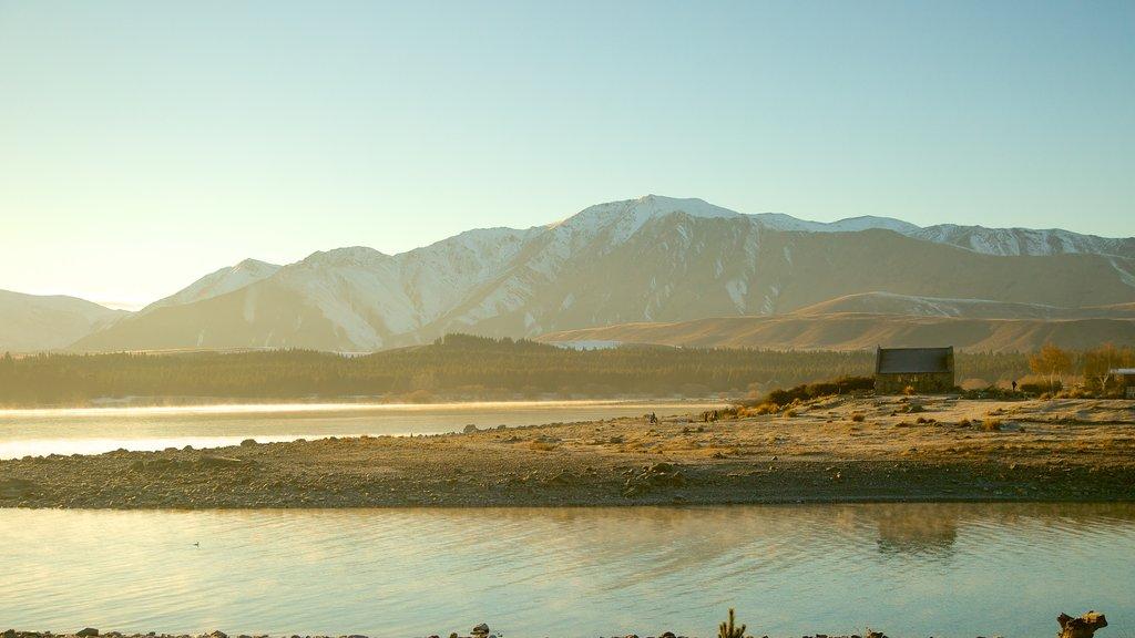 Condado de Mackenzie que incluye un río o arroyo, una puesta de sol y escenas tranquilas
