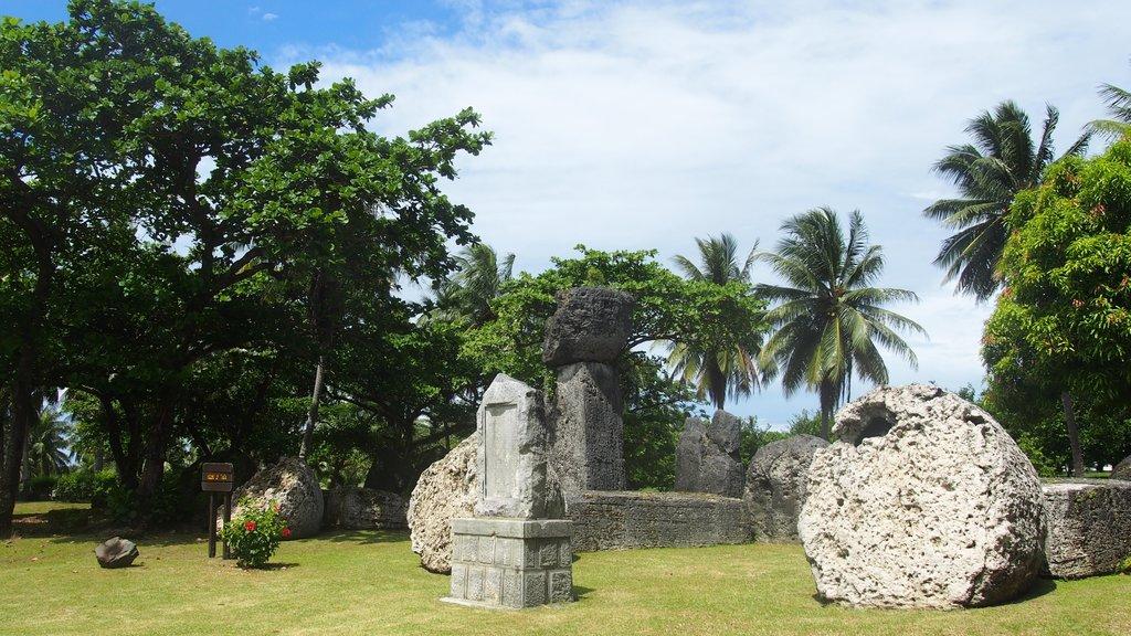 Saipan showing a garden and outdoor art