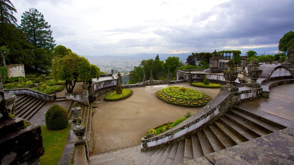 Bom Jesus do Monte showing heritage elements and a park