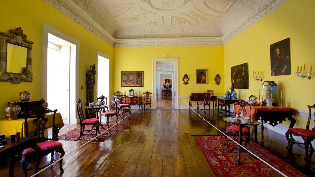 Palacio dos Biscainhos which includes interior views and a castle