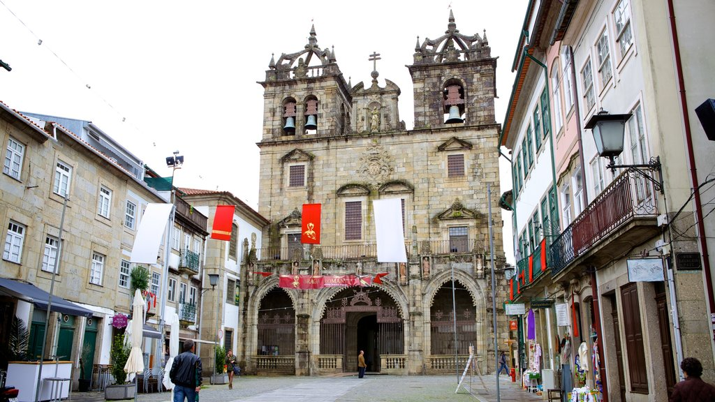 Braga Cathedral which includes a church or cathedral and street scenes