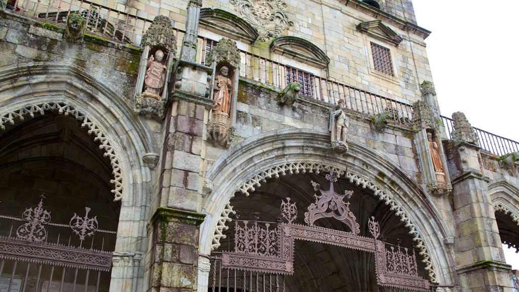 Braga Cathedral which includes a church or cathedral, heritage architecture and religious aspects