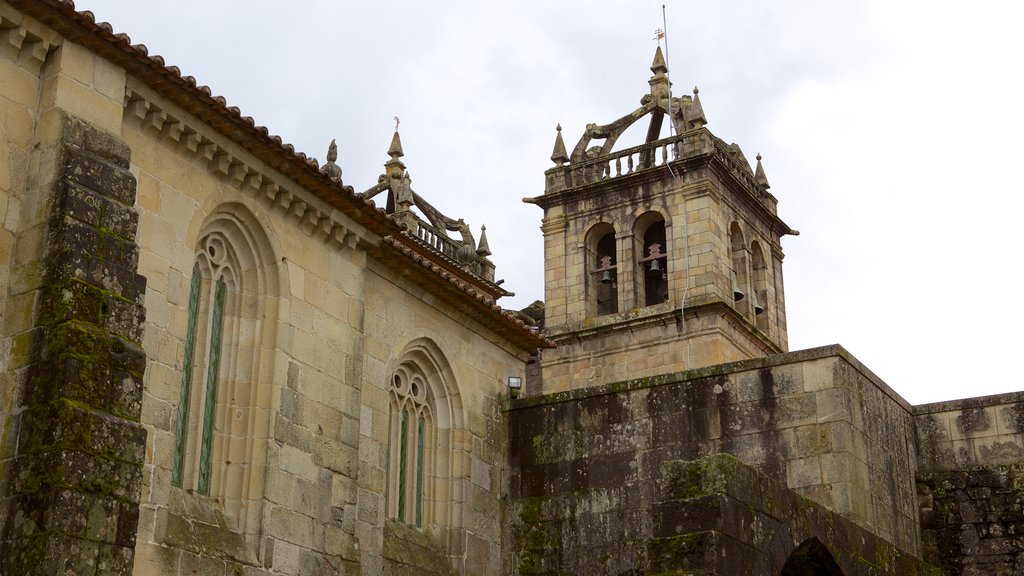 Braga Cathedral featuring heritage architecture, a church or cathedral and heritage elements