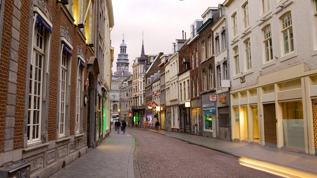 Maastricht showing street scenes