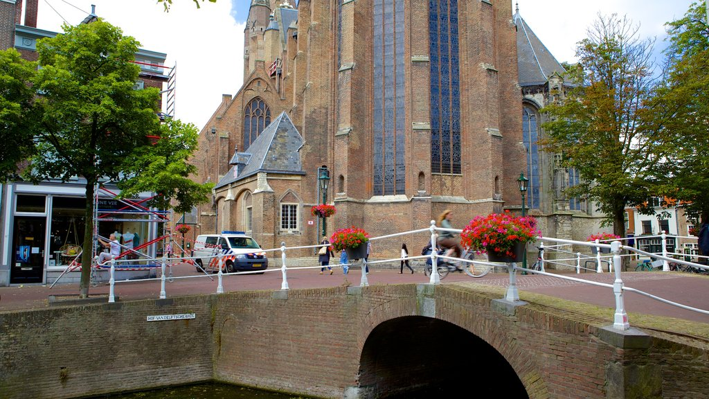 Oude Kerk which includes a bridge and a small town or village