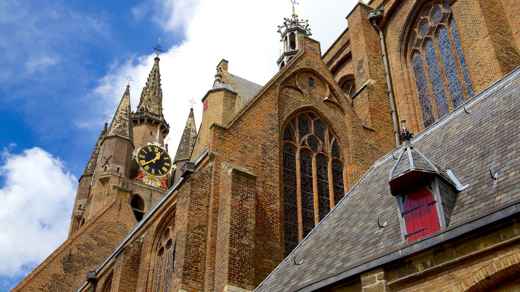 Oude Kerk which includes a church or cathedral, heritage elements and heritage architecture