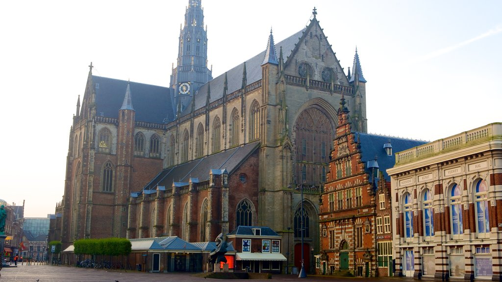 Grote Kerk which includes street scenes and a church or cathedral
