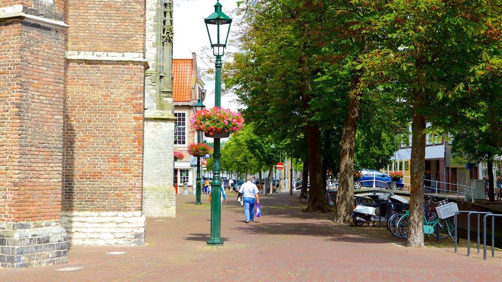Oude Kerk which includes street scenes