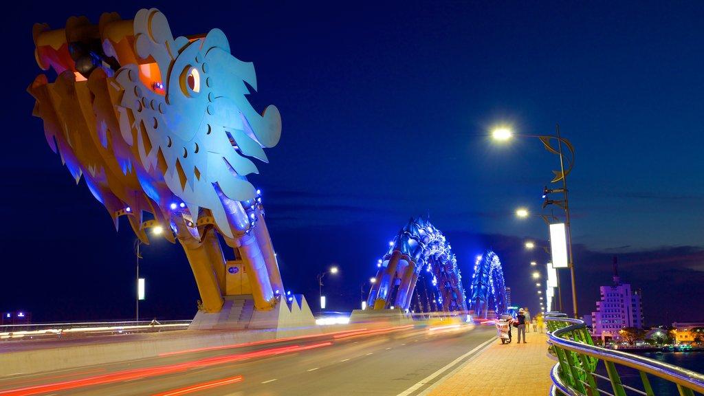 Da Nang showing night scenes, street scenes and a bridge