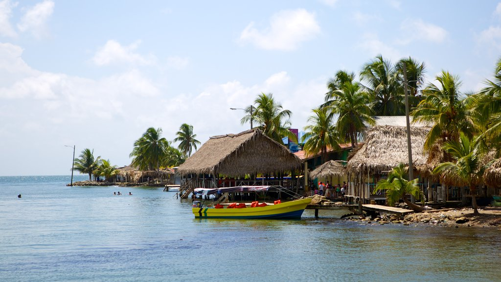 Omoa which includes tropical scenes, boating and a coastal town