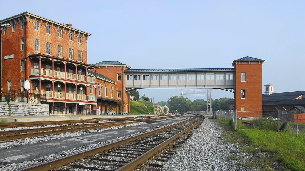 Martinsburg featuring heritage elements and railway items