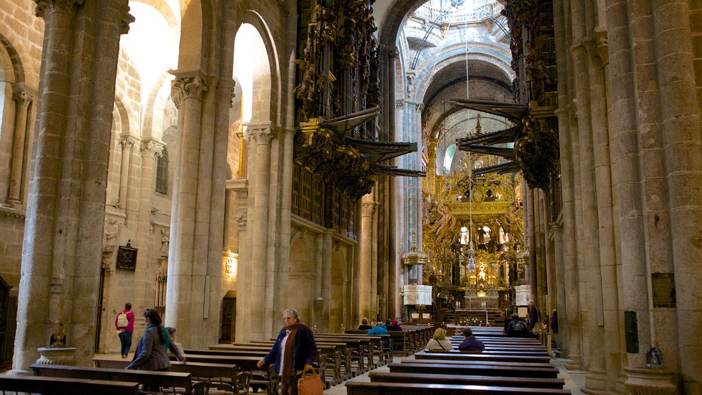 Santiago de Compostela Cathedral showing religious aspects, interior views and a church or cathedral