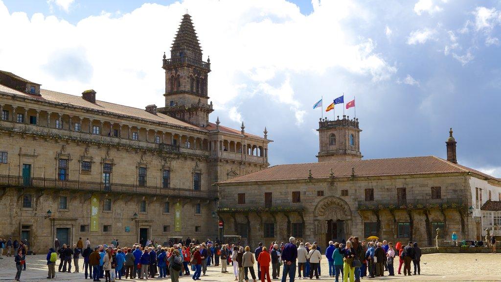 Plaza del Obradoiro que incluye patrimonio de arquitectura, un parque o plaza y castillo o palacio