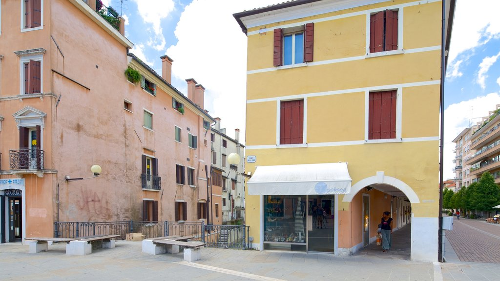 Piazza Ferretto showing a house and street scenes