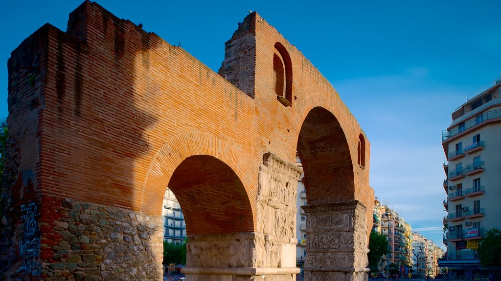 Arch of Galerius featuring heritage elements