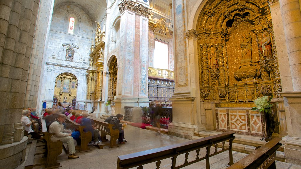Porto Cathedral which includes heritage architecture, religious elements and interior views