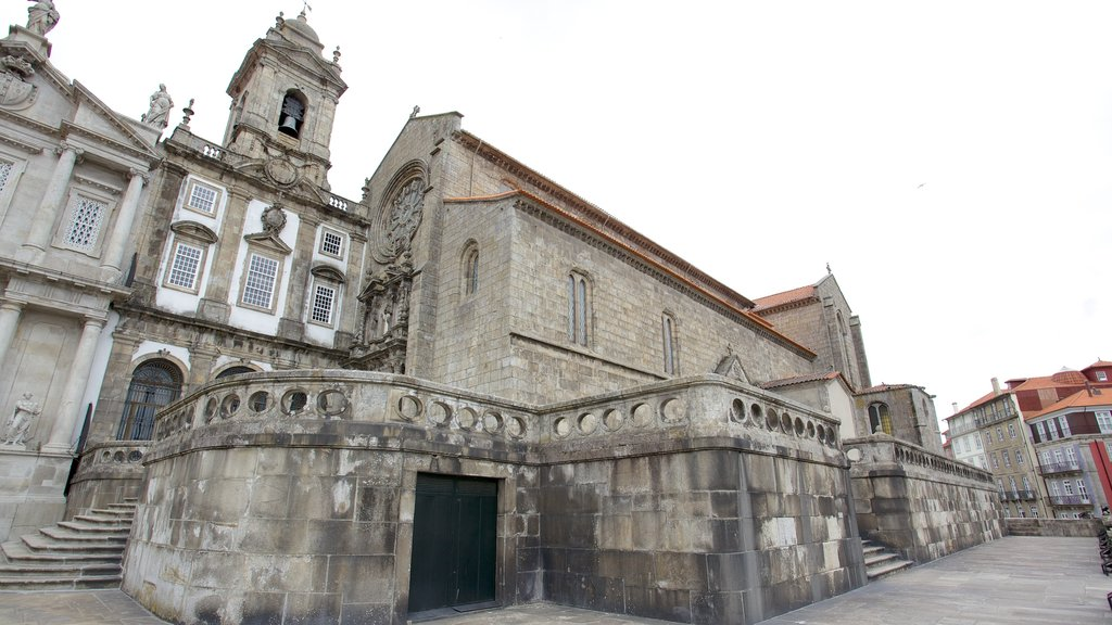 Church of Sao Francisco which includes a church or cathedral, religious aspects and heritage architecture