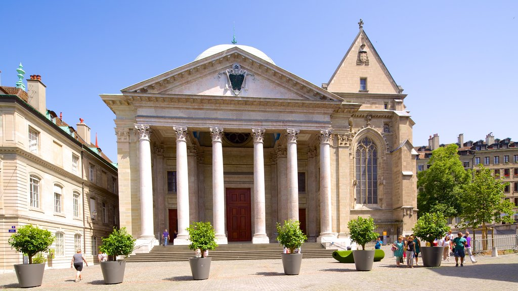 Saint-Pierre Cathedral featuring street scenes and heritage architecture