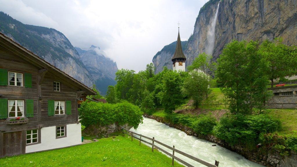 Lauterbrunnen que incluye elementos del patrimonio, montañas y patrimonio de arquitectura