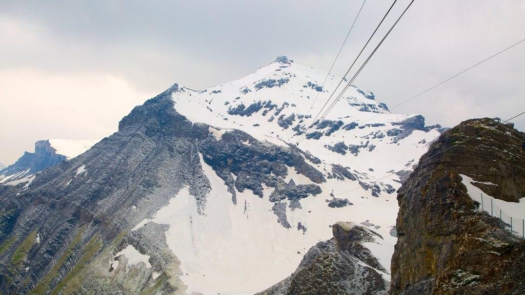 Schilthorn ofreciendo montañas y nieve