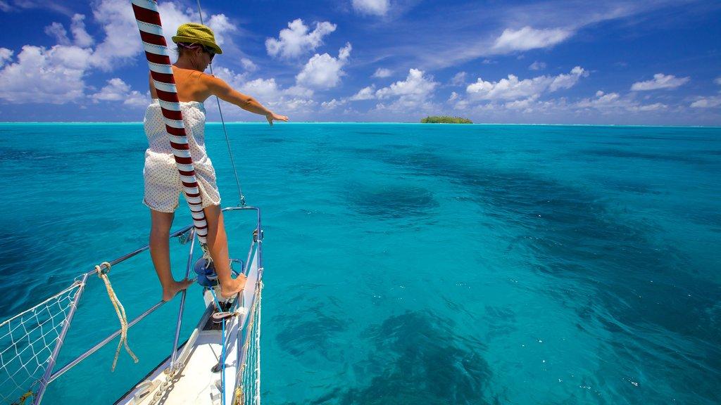 Tahití que incluye paseos en lancha y vistas generales de la costa y también una mujer