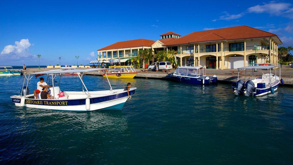 Uturoa que incluye vistas generales de la costa y paseos en lancha