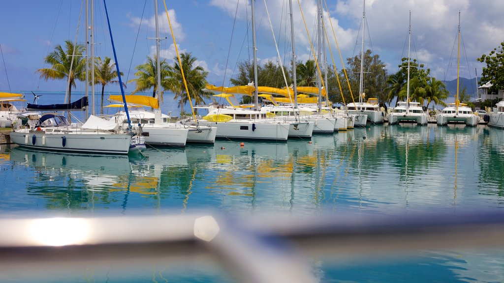 Tahiti which includes sailing, a marina and boating