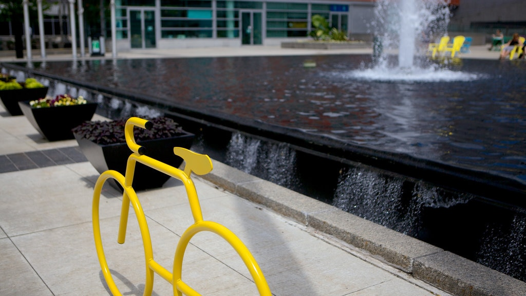 Kitchener showing outdoor art, street scenes and a fountain