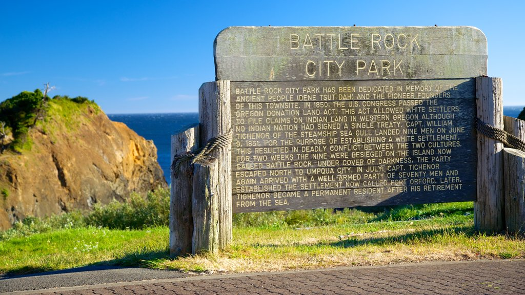 Port Orford featuring a memorial, signage and a monument