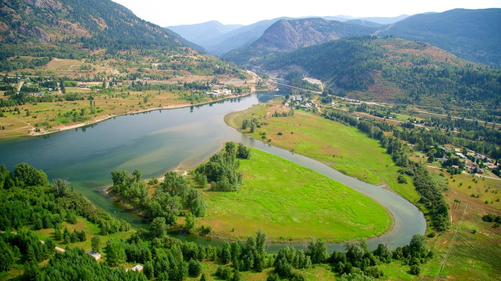 Castlegar showing a river or creek