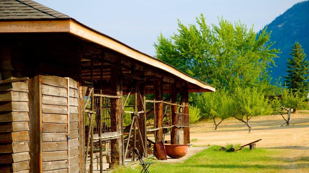 Centro de descubrimiento Doukhobor mostrando patrimonio de arquitectura
