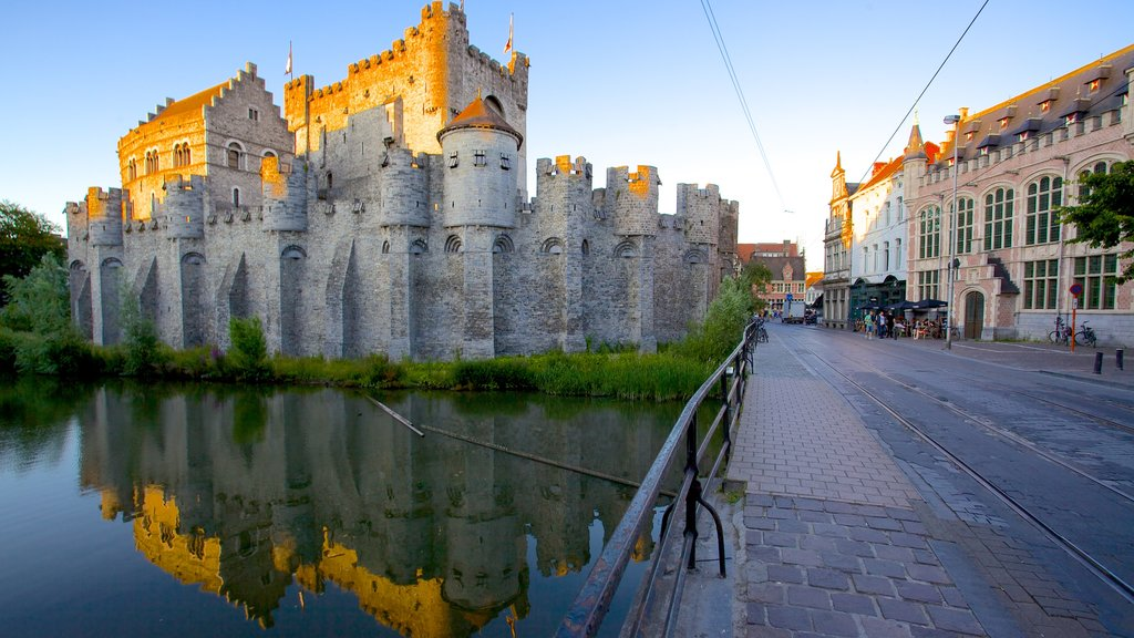 Gravensteen showing a river or creek, a castle and street scenes