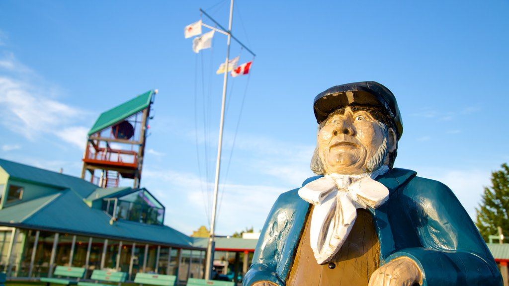 Port Alberni showing a statue or sculpture