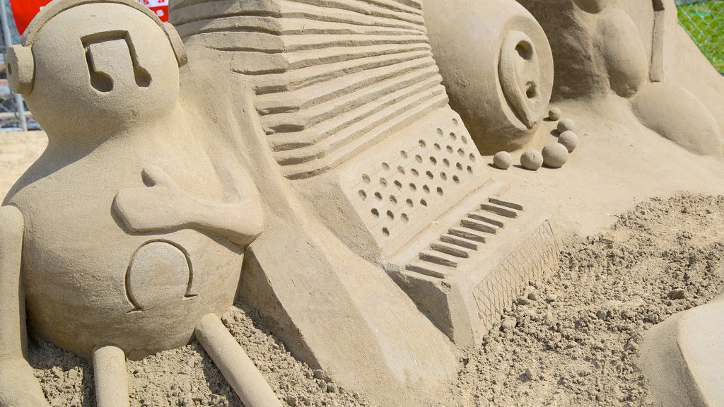 Parksville Beach showing outdoor art and a sandy beach