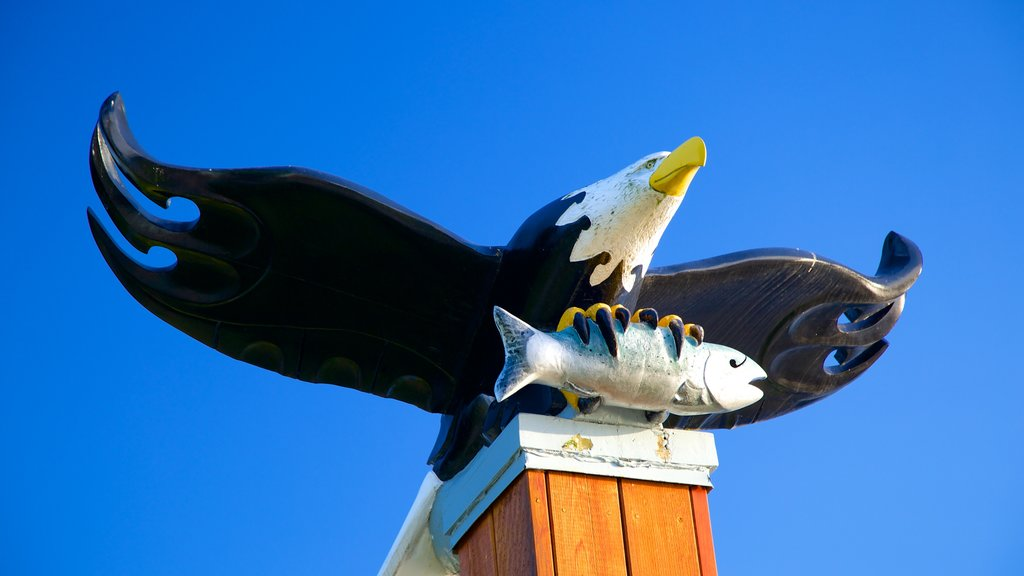 Port Alberni which includes outdoor art, art and bird life