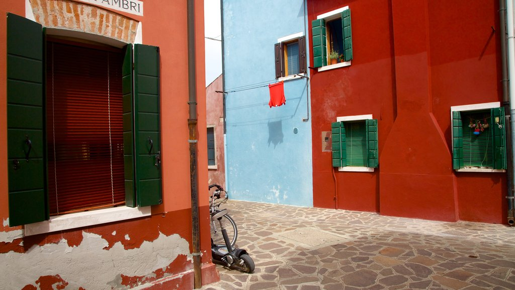 Burano showing a house