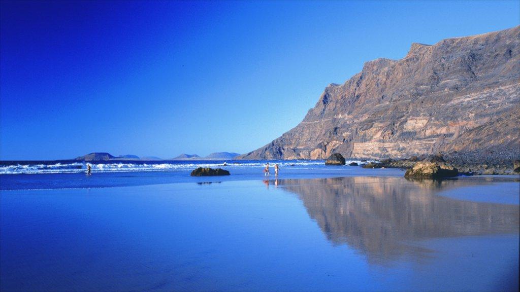 Lanzarote showing rugged coastline