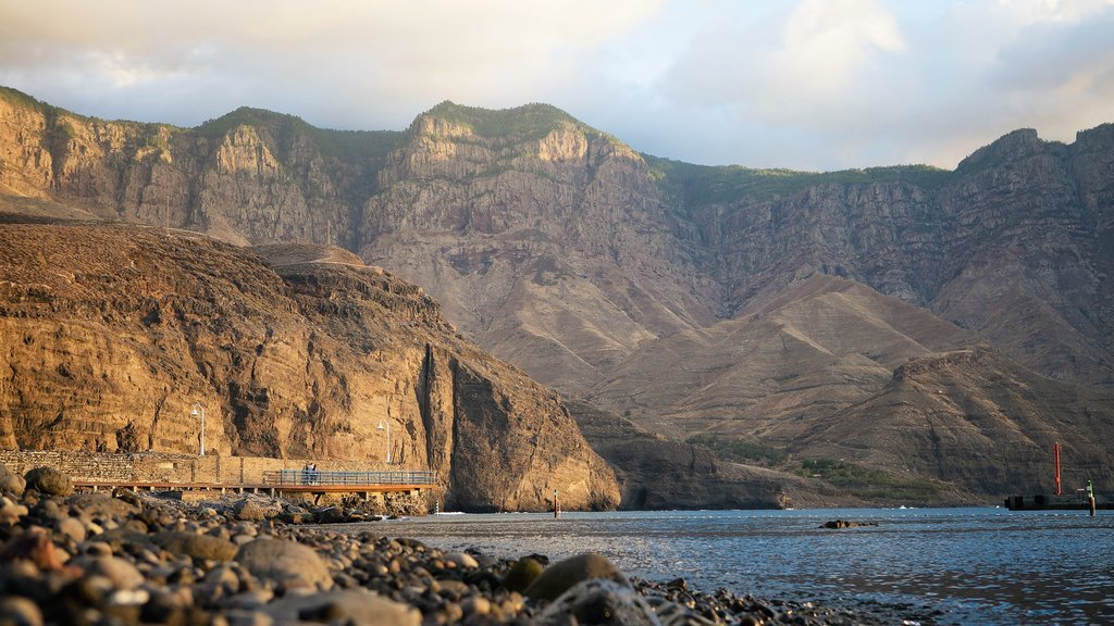 Agaete featuring rugged coastline